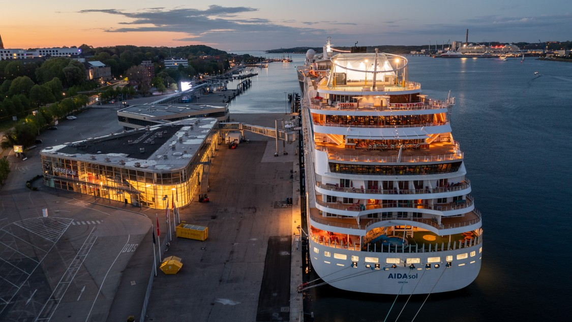 Nachhaltige Stromversorgung von Kreuzfahrt- und Fährschiffen im Seehafen Kiel
