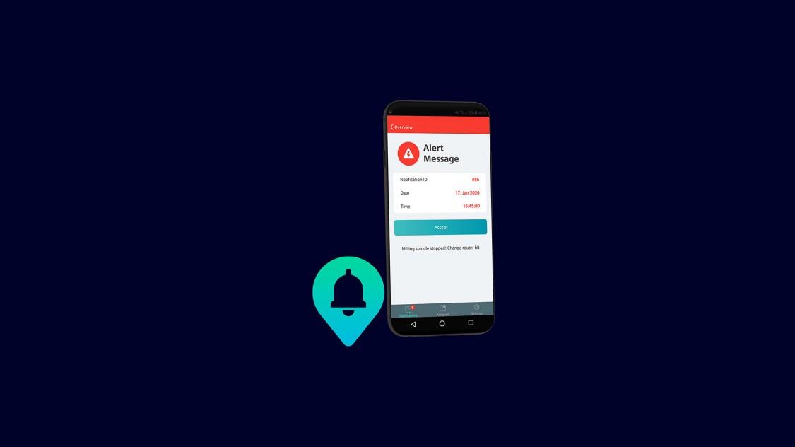 Beispiel einer Benutzeroberfläche der App Notifier auf einem Smartphone, im Hintergrund eine Automatisierungsanlage