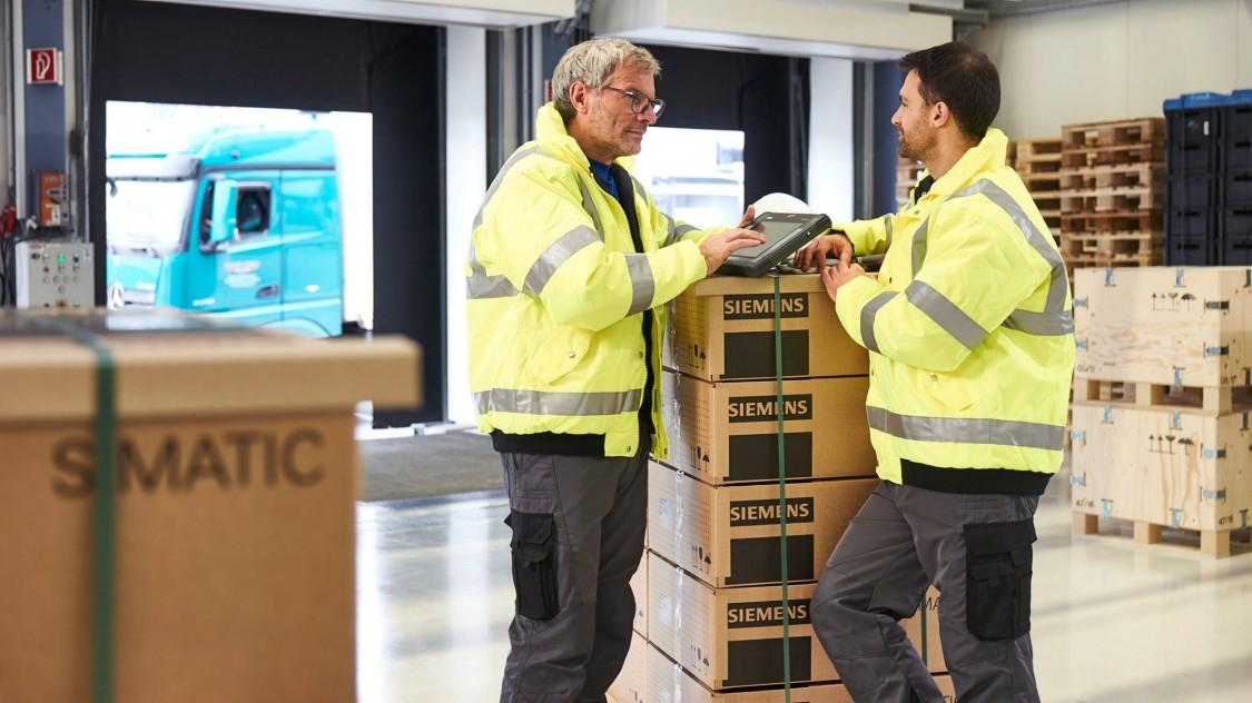9:20: Die neue Lieferung kann direkt in der Warenannahme geprüft und mithilfe des Barcode-Scanners am Tablet direkt abgewickelt werden.