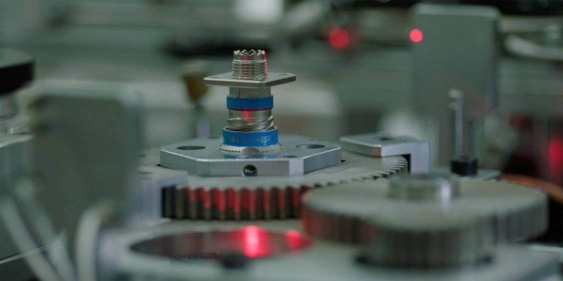 航天电器每个月会收到超过6000个批次的订单,其中70%的批量都在九件以下。