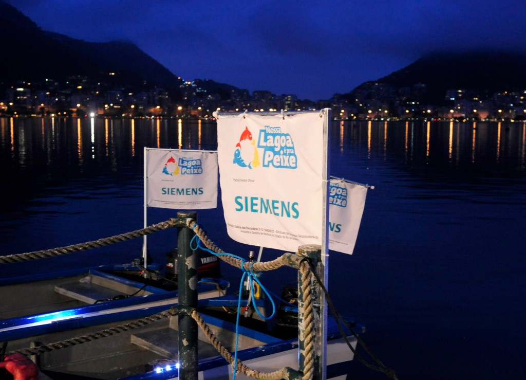 "Siemens launches recycling and environmental education project ""Our Lagoon is for Fish"" on Rodrigo de Freitas Lagoon in partnership with the Z-13 Fishermen Community, Sindico and the Pares Institute, on June 21st . The initiative plans to collect PET bottles and aluminum cans, encourage their correct disposal in the collection points that are all around the Lagoon."