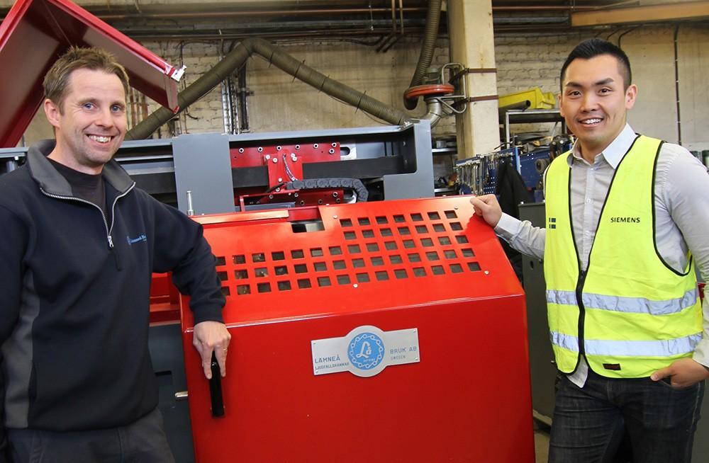 Magnus Hellqvist, automationschef på Lämneå Bruk, och Martin Tran, försäljningsingenjör på Siemens.