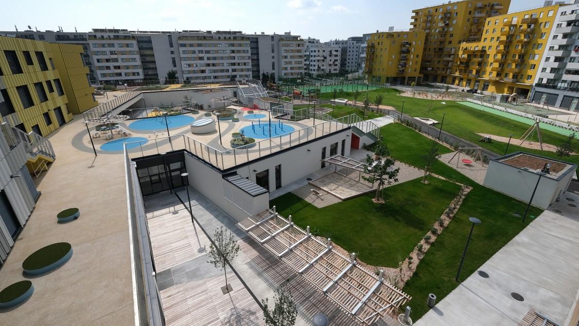 Inauguré en 2020, le campus « Christine Nöstlinger » abrite une maternelle, une école et des infrastructures de loisirs.
