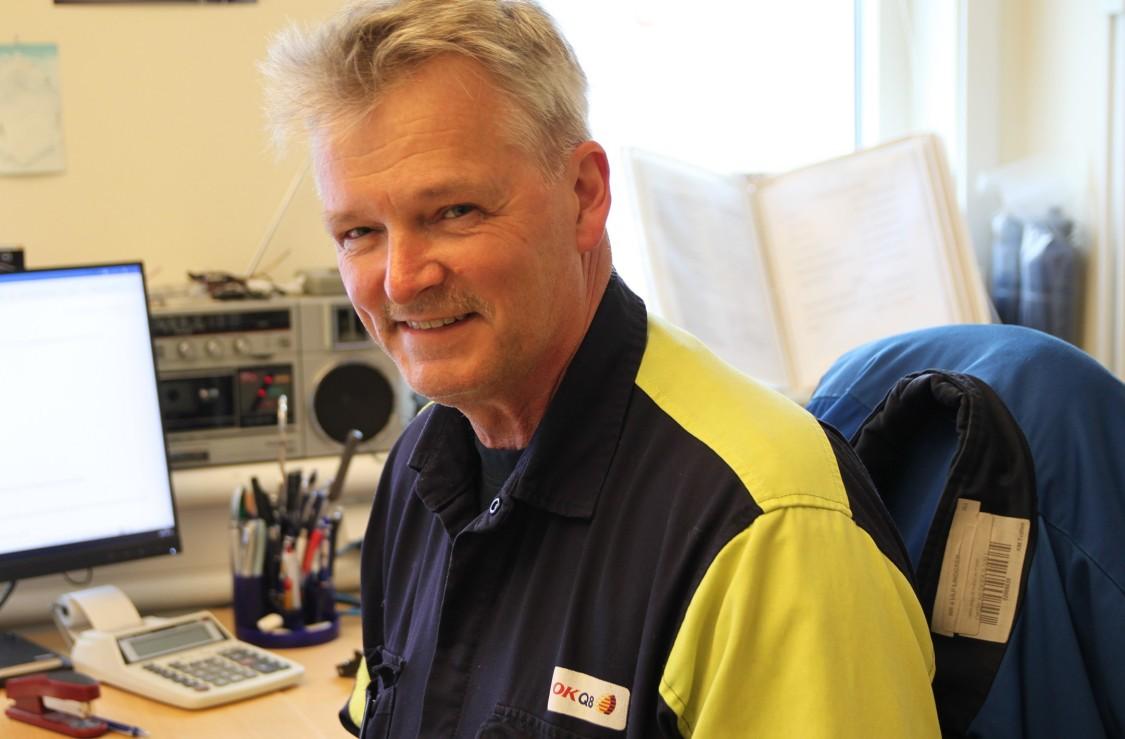 Ulf Lindgren, depåchef på OKQ8, är nöjd med den visuella överblicken och det användarvänliga gränssnittet mot operatörer och chaufförer. Den moderna, automatiserade systemlösningen med känd teknik eliminerar personberoendet och framtidssäkrar drift och kontroll.