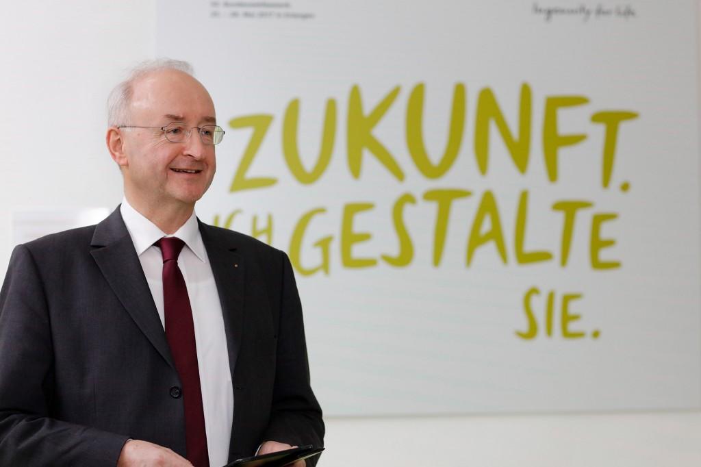 "Dr. Frank Anton im Pressegespräch ""Jugend forscht"" am 6. Februar 2017"