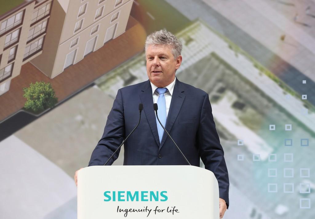 Dieter Reiter bei der Eröffnung der neuen Siemens-Konzernzentrale