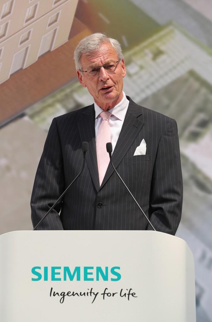 Gerhard Cromme bei der Eröffnung der neuen Siemens-Konzernzentrale
