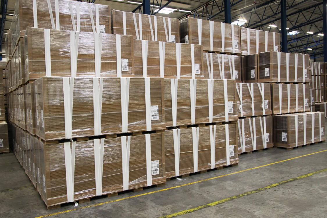 Emballaget är viktigt; transportskador utgör störst del av felanmärkningarna. Godset ska klara stötar, lutningar på skepp etc.