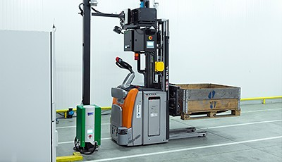 The family business Movanis develops and sells Automated Guided Vehicles, or more precisely, driverless forklift trucks.