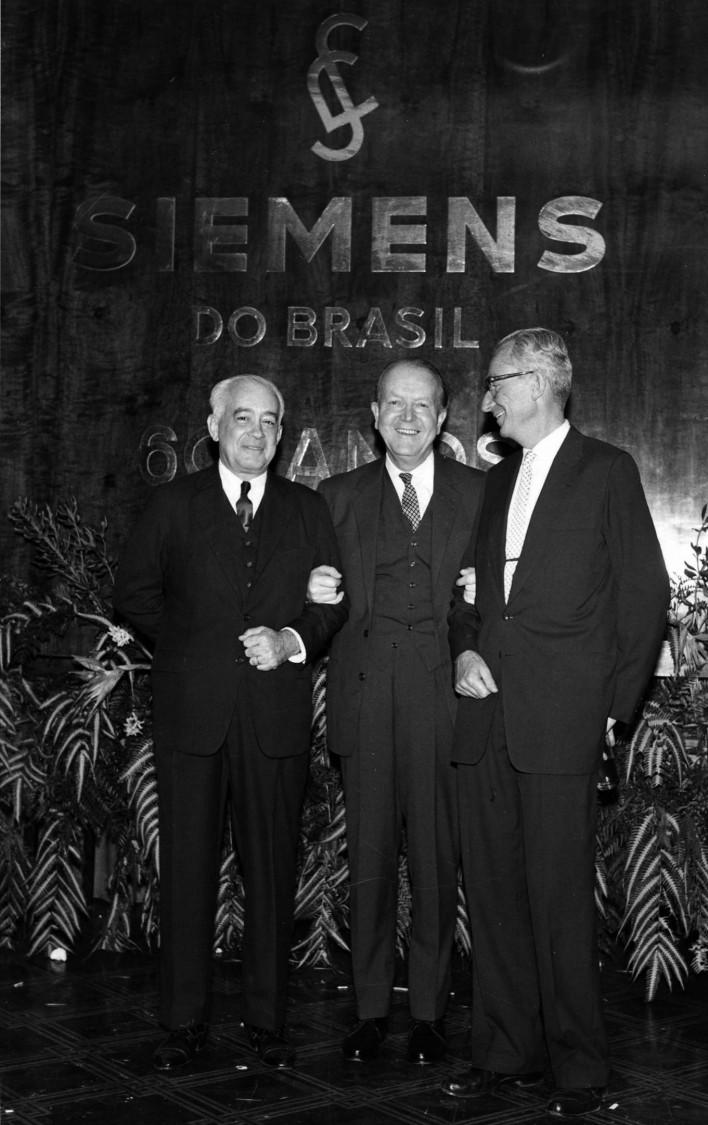 Gerd Tacke (Mitte) beim 60. Jubiläum der brasilianischen Siemens-Gesellschaft, 1965