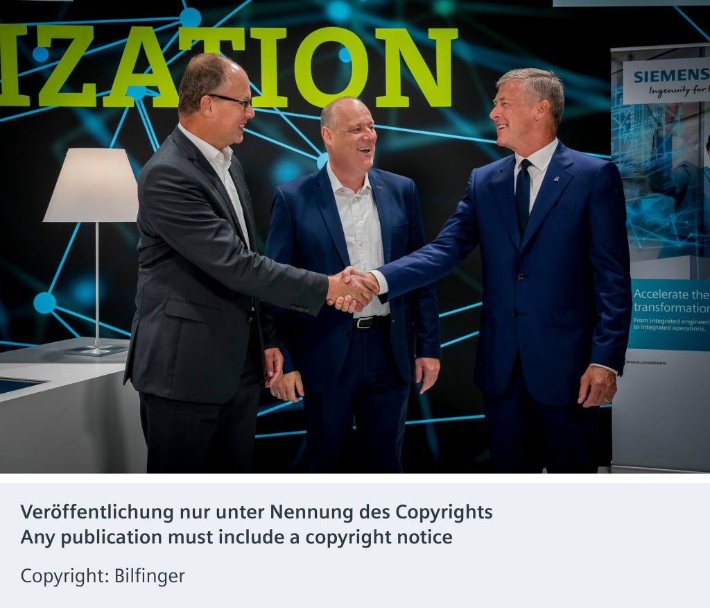 Von links nach rechts: Jürgen Brandes, CEO der Siemens Division Process Industries and Drives, Eckard Eberle, CEO der Siemens Business Unit Process Automation und Tom Blades, Vorstandsvorsitzender von Bilfinger.