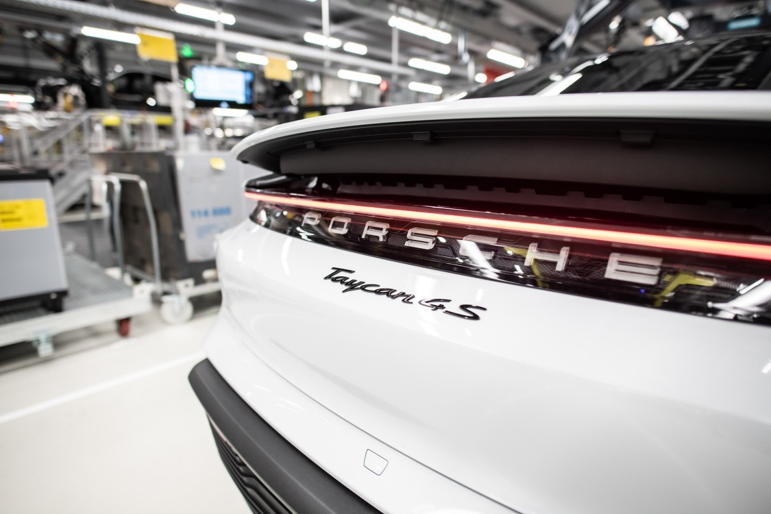 Siemens is supplying conveyor technology solutions for the production of the Porsche Taycan eCar