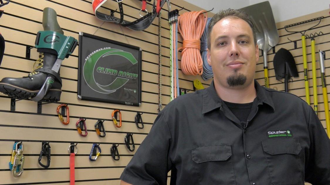 Es war Garys Sohn Matt, der eine neue Fryer MC40 Fräsmaschine mit einer Sinumerik 840D-Steuerung ins Haus holte