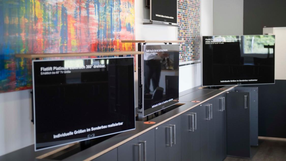 Automatisch versenkbare Bildschirme von Flatlift.
