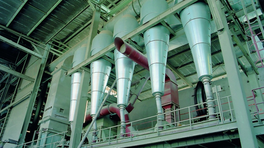 Five cylindrical filling nozzles of a plant in the process industry.
