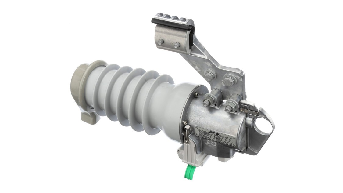 Fusesaver medium-voltage outdoor circuit breaker
