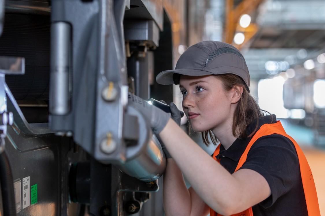 Siemens female engineer