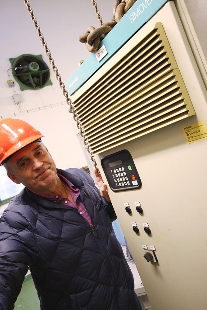 De gamla frekvensomriktarna Simovert P4 sattes in 1993 när pumpstationen byggdes om. Lennart Holmer, då serviceingenjör, idag produktspecialist, på Siemens idriftsatte dem som sitt första egna projekt. 2015 ringde Lennart upp kunden och rekommenderade en modernisering.