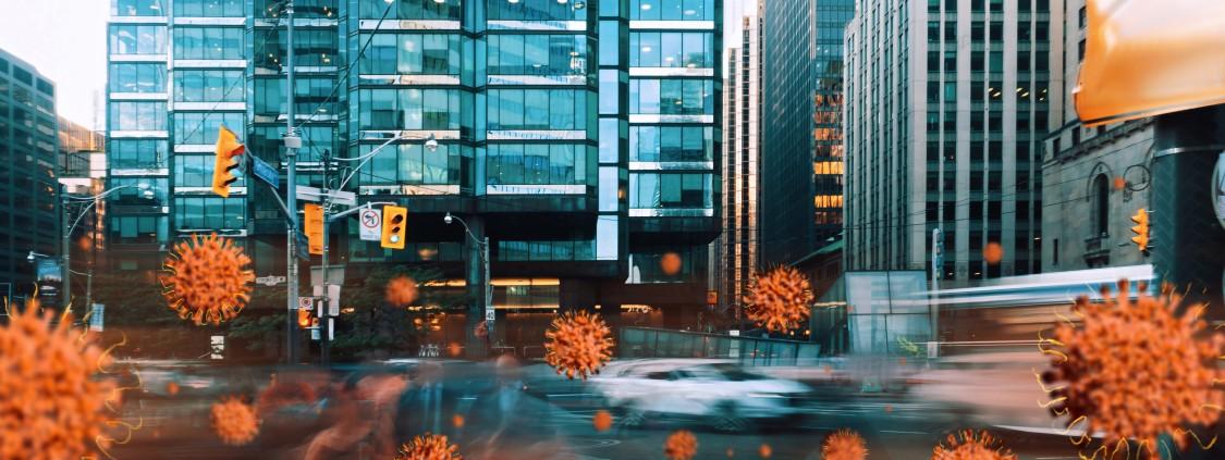 Coronavirus på gatan framför en byggnad (montage)
