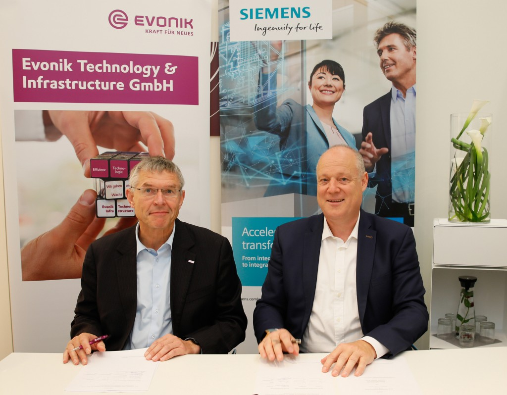 Von links nach rechts: Dr. Wilhelm Otten, Head of Process Technology and Engineering, Evonik Technology & Infrastructure GmbH und Eckard Eberle, CEO der Business Unit Process Automation.