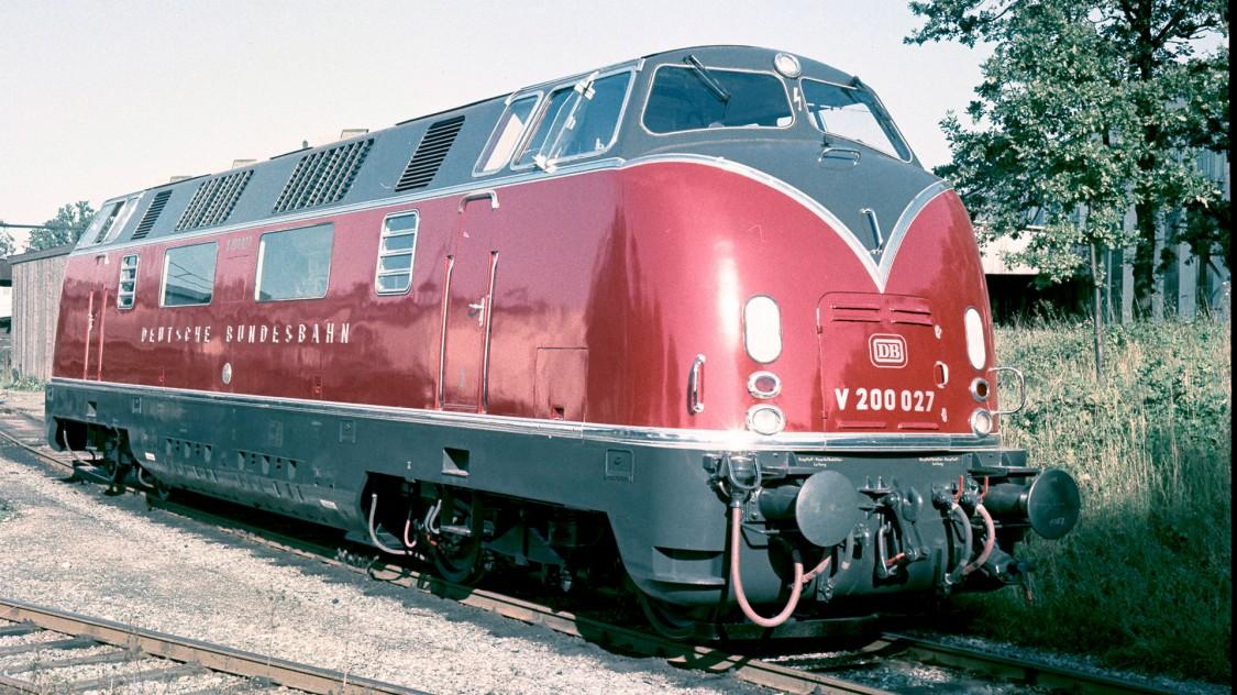 A classe V200 é uma das primeiras locomotivas diesel a partir do novo programa de locomotivas da Deutsche Bundesbahn. Construída em 1953, sua aparência reflete os desenhos industriais típicos dos anos 50.