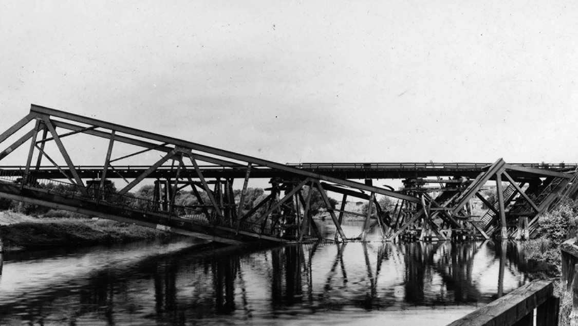Once admired, then destroyed at the end of the war – the second section of the lower Spreebrücke, 1946