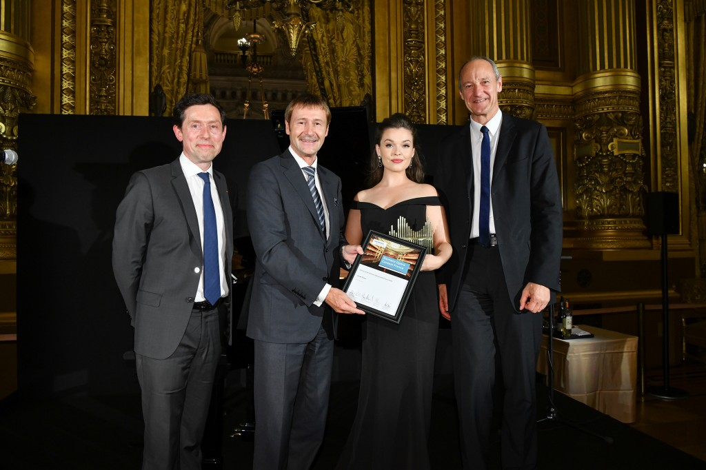The picture shows from left to right: Nicolas Petrovic (CEO Siemens France), Klaus Helmrich (Member of the Managing Board of Siemens AG), Sarah Shine (winner) Roland Busch (Member of the Managing Board of Siemens AG) at the Palais Garnier.