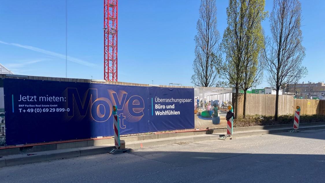 das neue Baustellenschild für The Move in Gateway Gardens