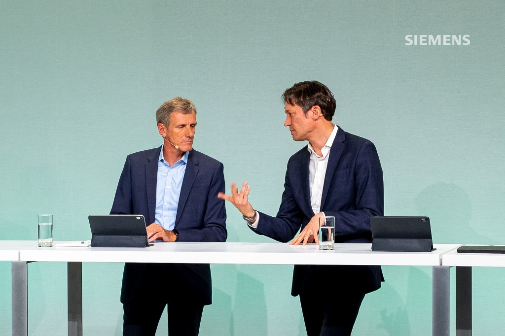 Q&A session at Siemens AG's Capital Market Day on June 24, 2021: Axel Meier (l.), Chief Financial Officer of Smart Infrastructure and Michael Peter, CEO of Siemens Mobility