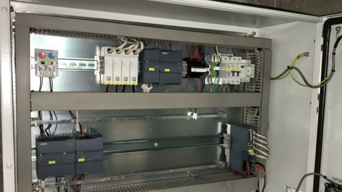Estonian Cell - CMS hardware inside the cabinet