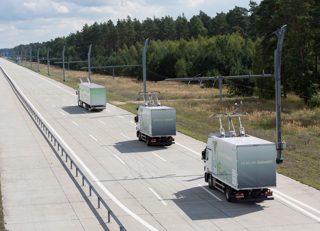 LKW mit Oberleitungen auf der Teststrecke bei Frankfurt am Main