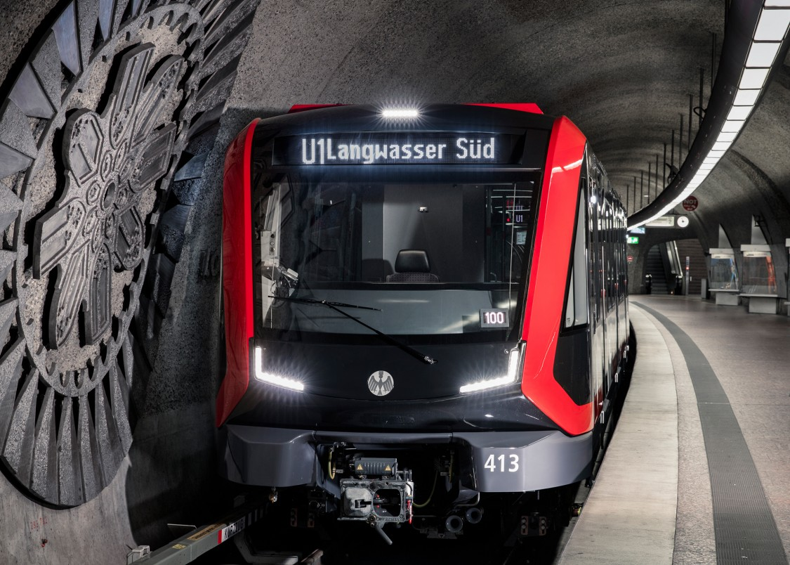 Picture of a Siemens Mobility metro train at a platform in Nuremberg.