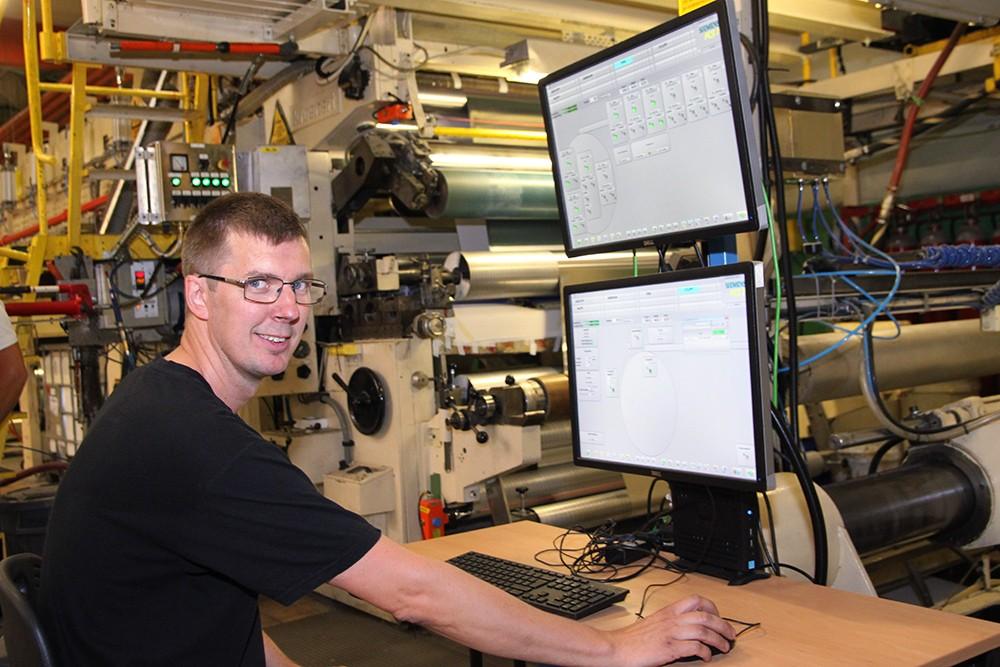 Bättre överblick med Simatic PCS 7 får operatören Thomas Persson.