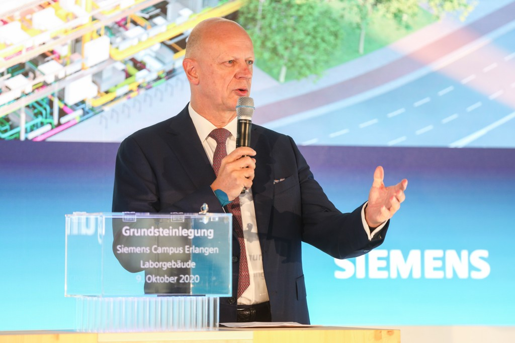 Prof. Ralf Thomas bei der Grundsteinlegung Laborgebäude Siemens Campus Erlangen