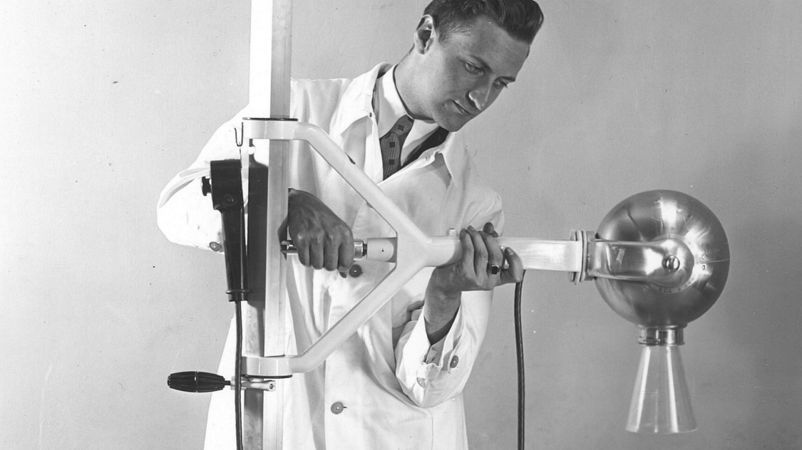 Leta 1933 je Siemens na tržišče poslal rentgenski aparat x-ray sphere