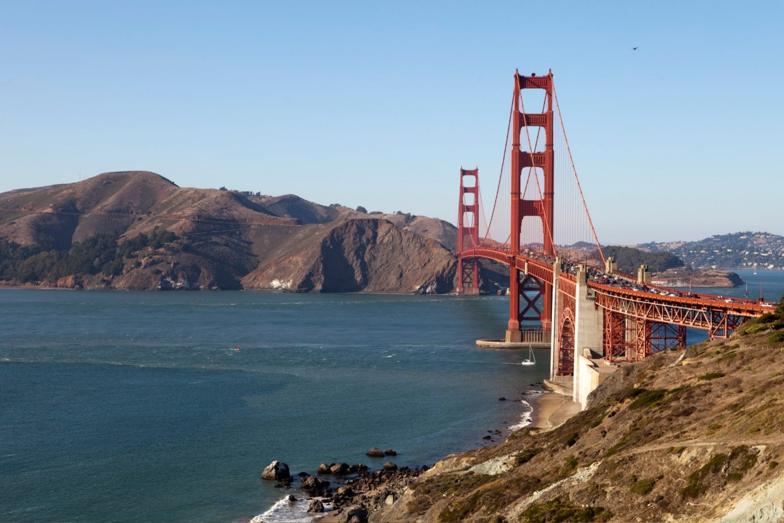 An image of the golden gate bridge in San Francisco demonstrates how intermodal travel apps can make seamless commuting a reality