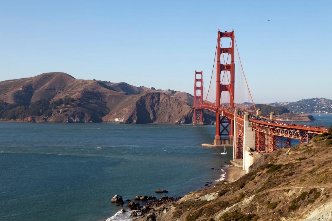 Ein Bild der Golden Gate Bridge in San Francisco steht dafür, dass Apps für intermodales Reisen nahtloses Pendeln zur Wirklichkeit werden lassen