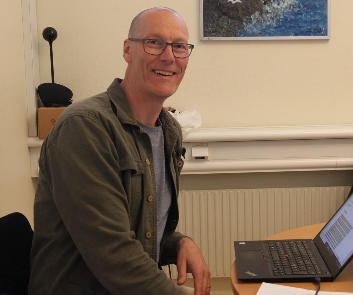 För Erland Gustafsson, projektledare på OKQ8, har fokus varit att uppnå stabilitet; det gamla utdaterade systemet var beroende av manuella ingrepp och kunskap hos ett fåtal personer samt saknade dokumentation och uppföljning. Med det nya systemet på plats får OKQ8 bättre kontroll och styrning och kan nu fokusera på utveckling.