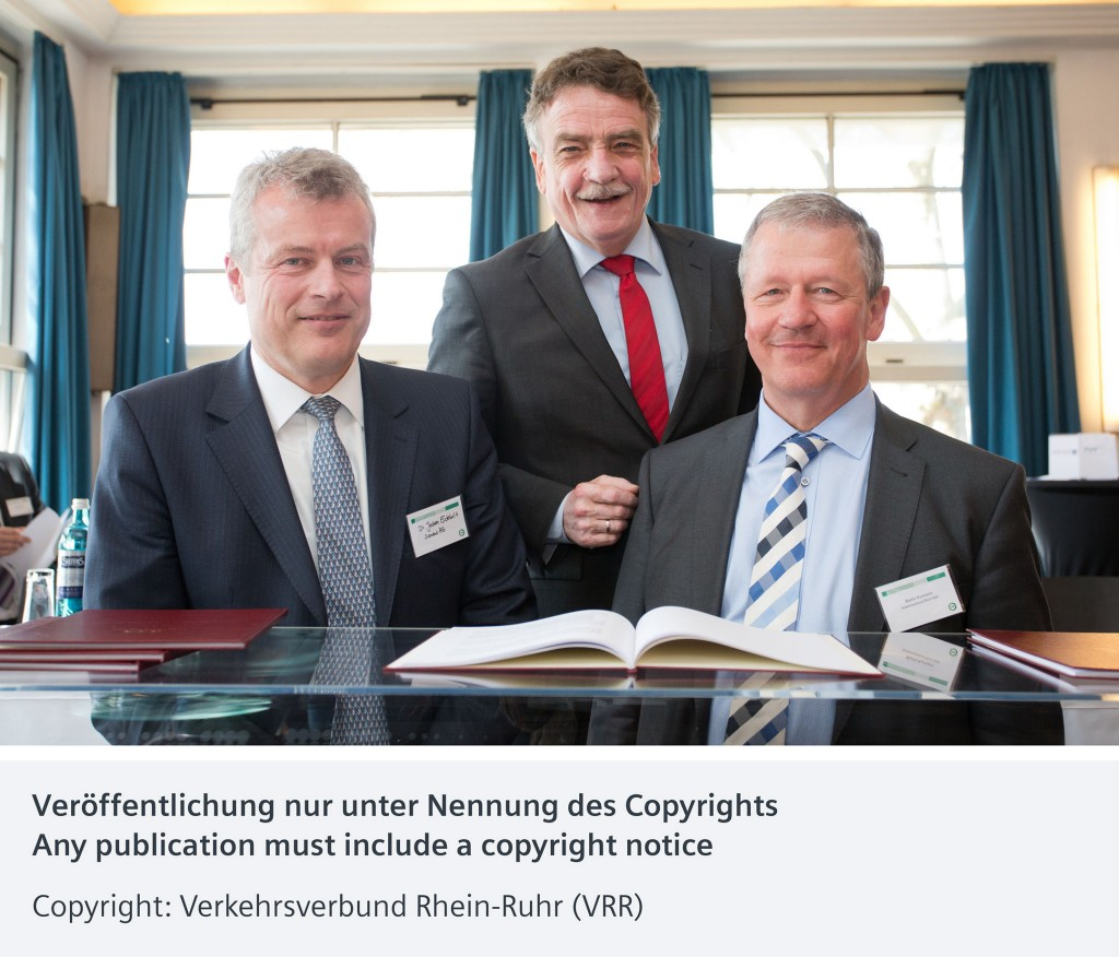 In the picture: Dr. Jochen Eickholt (left), CEO Siemens Mobility; Michael Groschek (in the middle), Minister of Transport North Rhine-Westphalia, and Martin Husmann (right), Board Spokesman Transport Association Rhine-Ruhr (VRR).