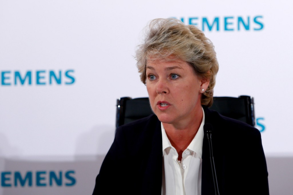 Lisa Davis, member of the Managing Board of Siemens AG, reporting at the press conference on the status of the record-setting power generation order in Egypt.