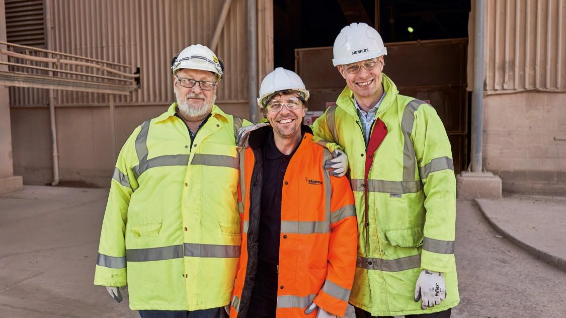 Chris Monk mit zwei Kollegen