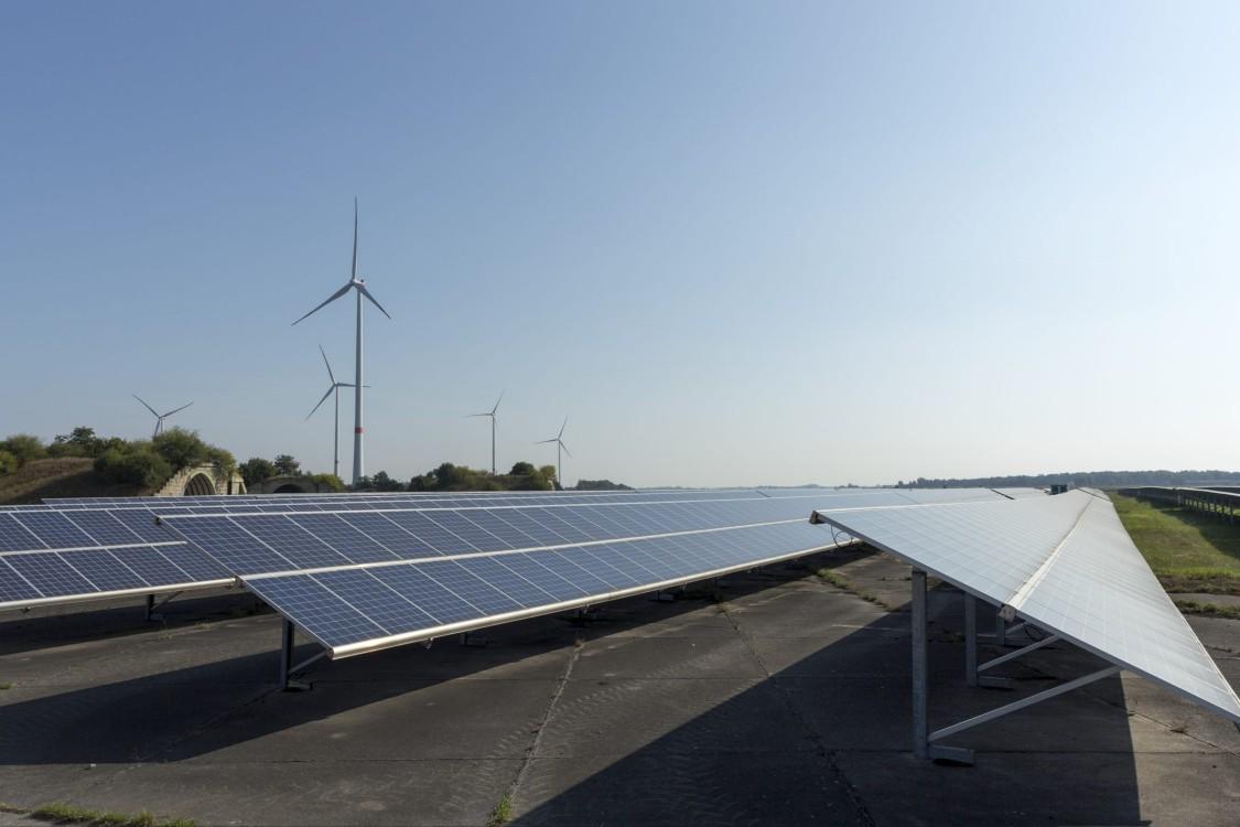 Yenilenebilir üretim - Yüksek güneş ışınımı ve son teknoloji iletişim ile farklı iklim bölgeleri için özel yüzey işlemleri