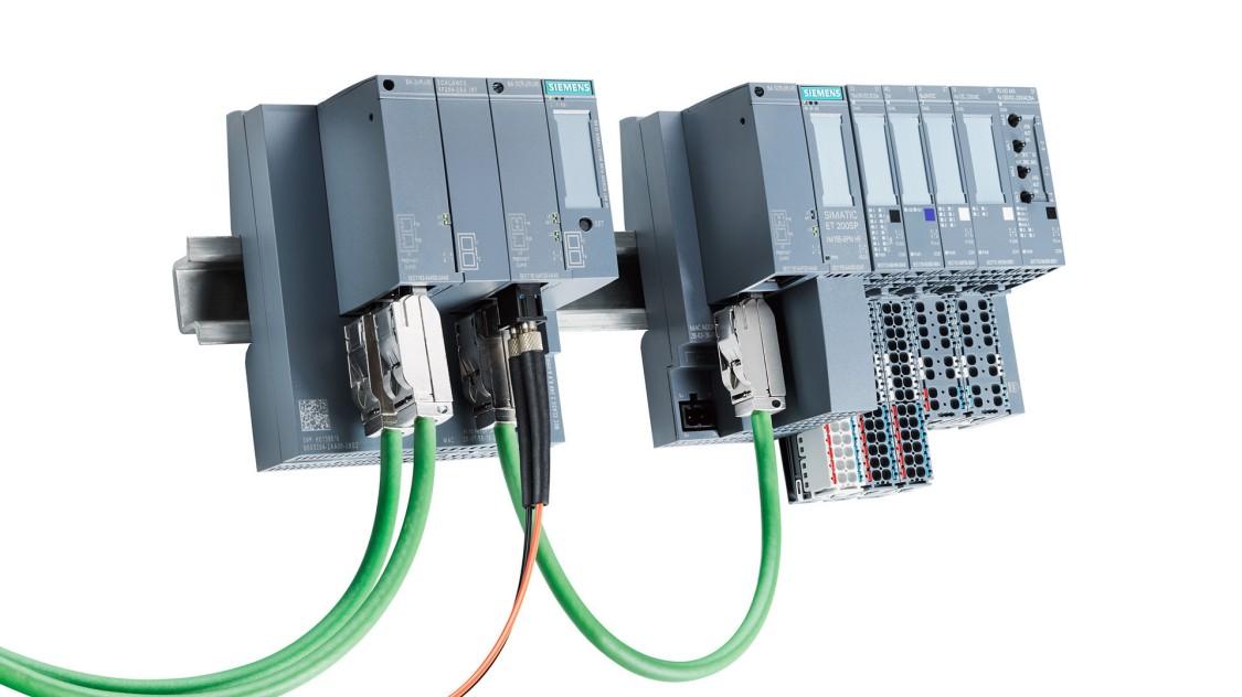 Der platzsparende Industrial Ethernet Switch SCALANCE XF-200 verfügt über eine besonders flache Bauform