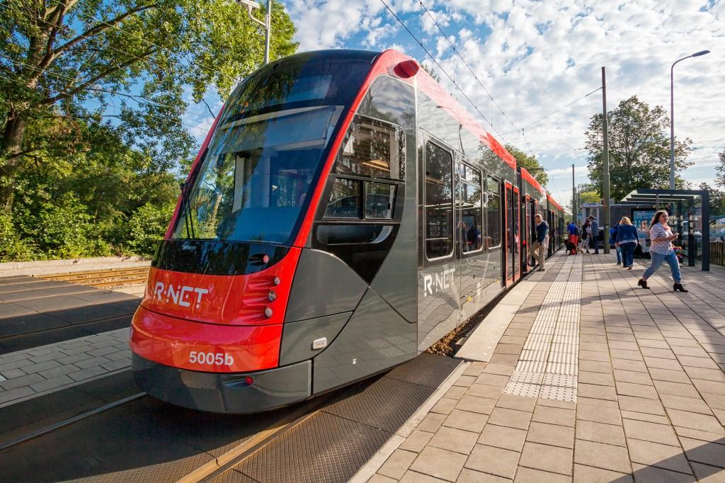 Strassenbahn Avenio nimmt in Den Haag Betrieb auf