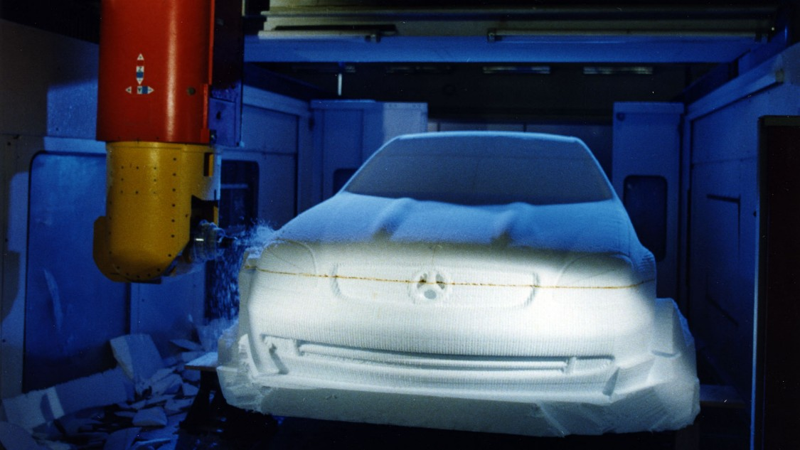 In the late 1990s, development of SINUMERIK 810D und 840D especially benefited prototype construction in the automotive industry. The Mercedes model SLK Roadster was milled on a machining center with SINUMERIK 810D, and got into production faster because time-consuming, expensive reworking was eliminated, 1997