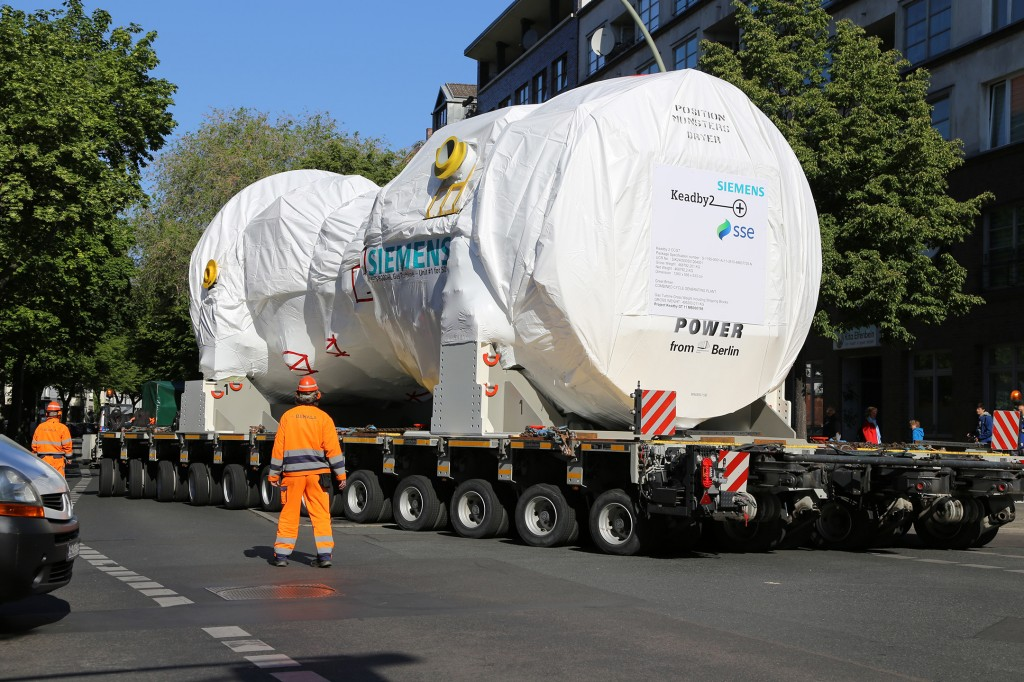 Siemens transports its most powerful and efficient gas turbine