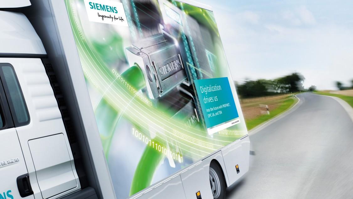 Inovovaný zvenku i zevnitř: Nový předváděcí kamion jezdí po celé Evropě!