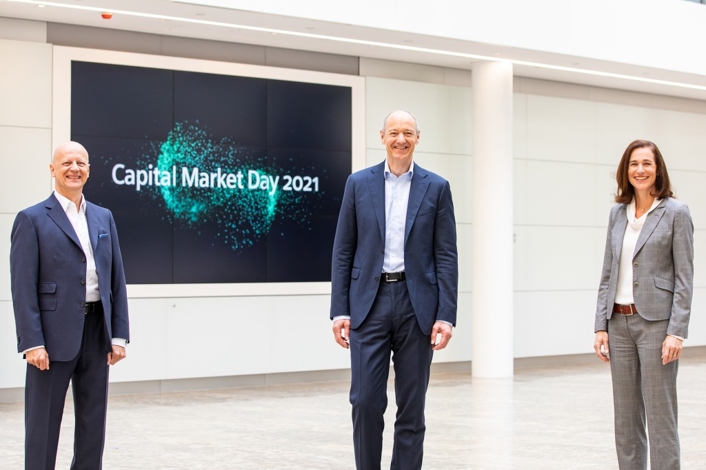 Before Capital Market Day on June 24, 2021: Roland Busch (r.), Siemens President and CEO, and Ralf P. Thomas, Chief Financial Officer, at Siemens headquarters in Munich.