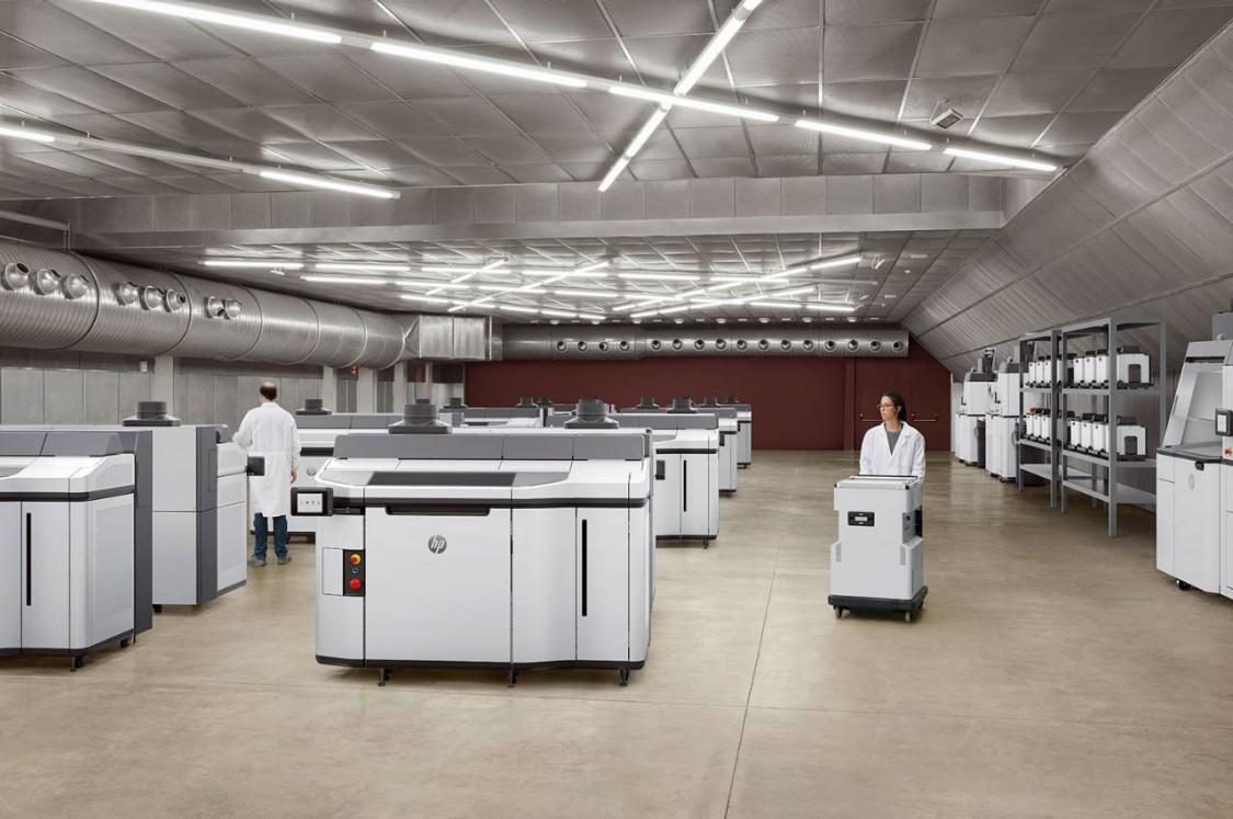 Die neue 3D-Druck-Lösung HP Multi Jet Fusion 5200 (Drucker und Processing Station) (Copyright: HP)