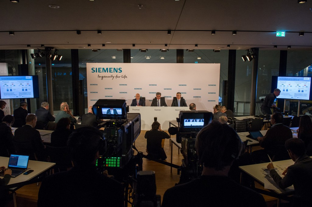 In the picture from left to right: Dr. Ralf P. Thomas, Member of the Managing Board and Head of Finance and Controlling; Joe Kaeser, President and Chief Executive Officer of Siemens AG and Stephan Heimbach, Head of Communications and Government Affairs, Siemens AG
